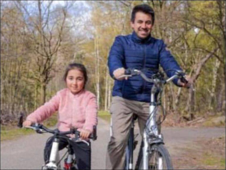 Imam Seyfettin ontdekt de gemeente Heusden-Zolder met zijn fiets!